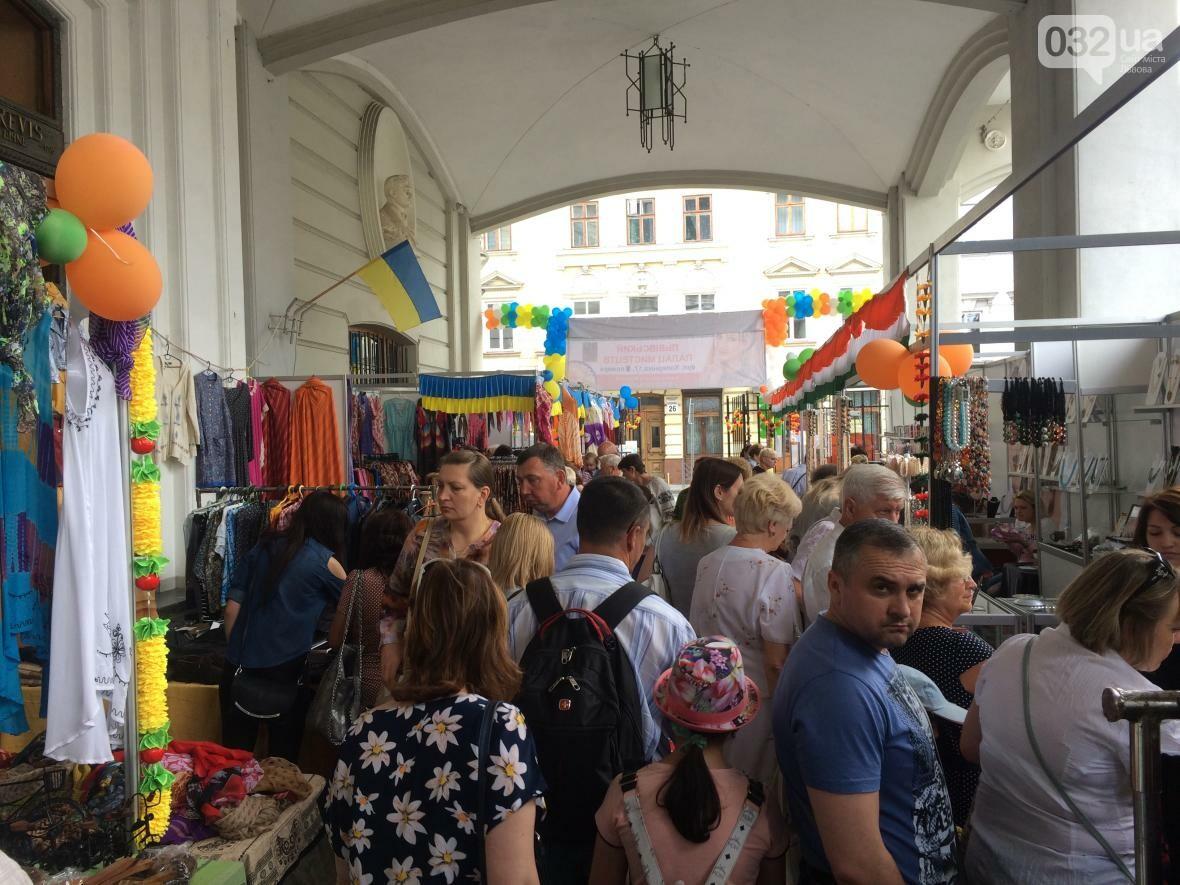 Багато спецій, одягу та прикрас: як у центрі Львова триває індійська виставка-ярмарок (ФОТО+ВІДЕО), фото-1