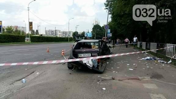 З'явилися фото з місця потрійної ДТП на вулиці Липинського у Львові , фото-1