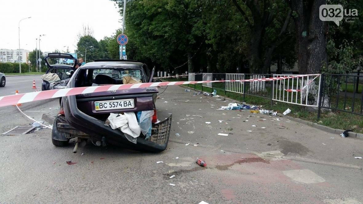 З'явилися фото з місця потрійної ДТП на вулиці Липинського у Львові , фото-3