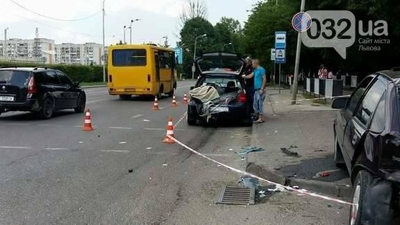 З'явилися фото з місця потрійної ДТП на вулиці Липинського у Львові , фото-2