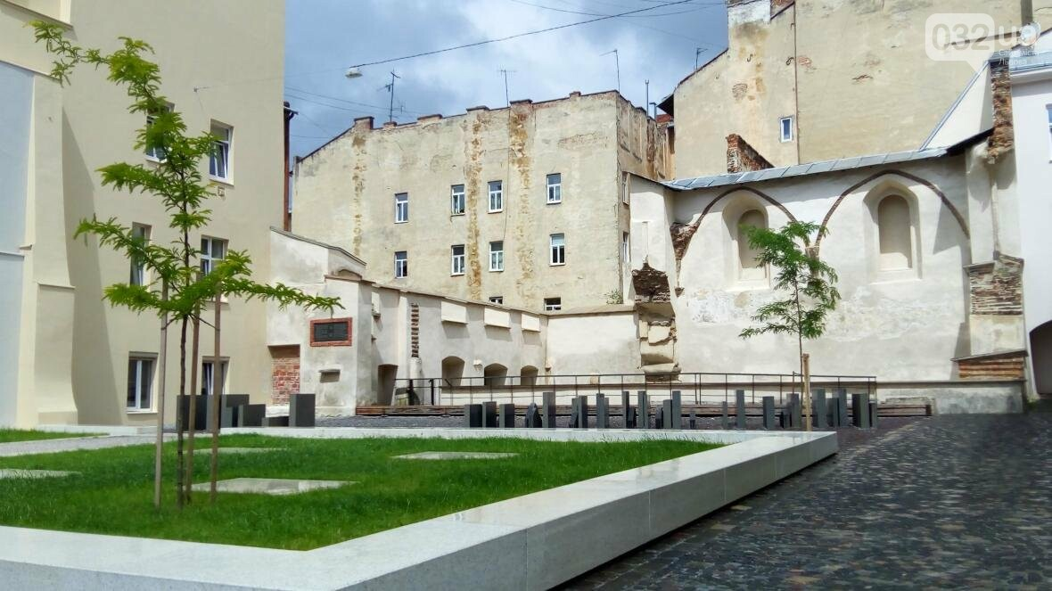 Вандалам не дали знищити простір Синагог у Львові (ФОТО), фото-1