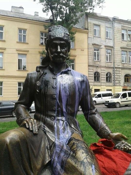 Ще одна пам'ятка у Львові постраждала від рук вандалів (ФОТО), фото-3, Патрульна поліція Львова