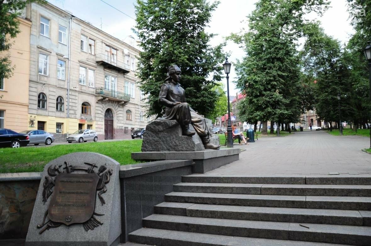 Ще одна пам'ятка у Львові постраждала від рук вандалів (ФОТО), фото-1