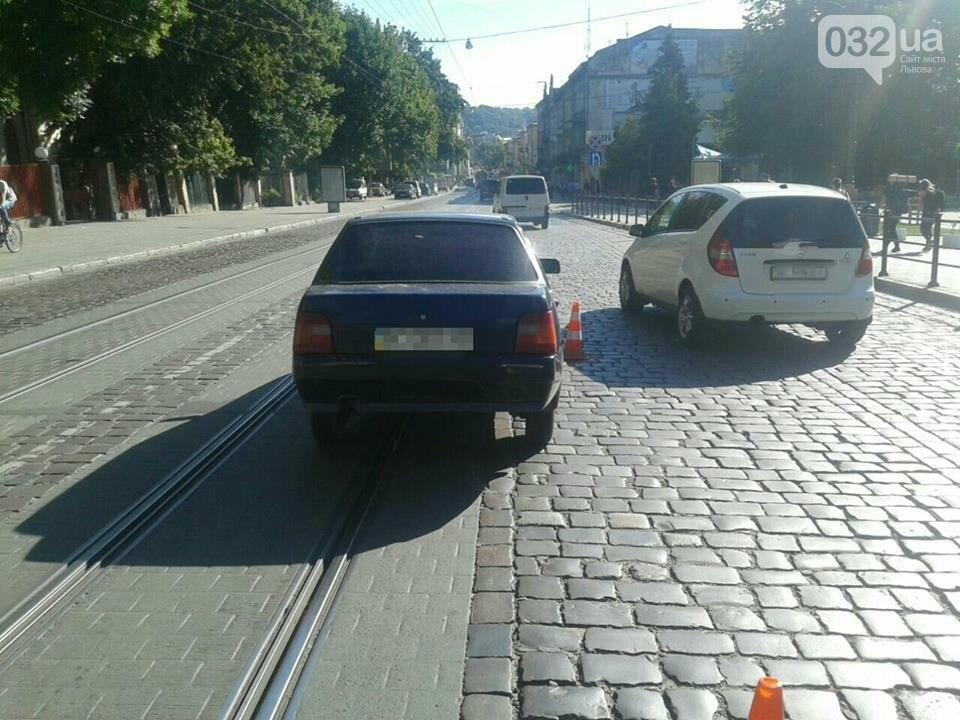 На перехресті Городоцька — Ярослава Мудрого сталася ДТП: є потерпілі, фото-3