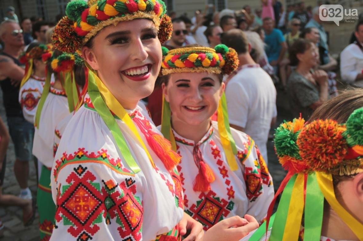 Як у Львові відкрили Міжнародний фестиваль українського танцю та культури: фоторепортаж, фото-3