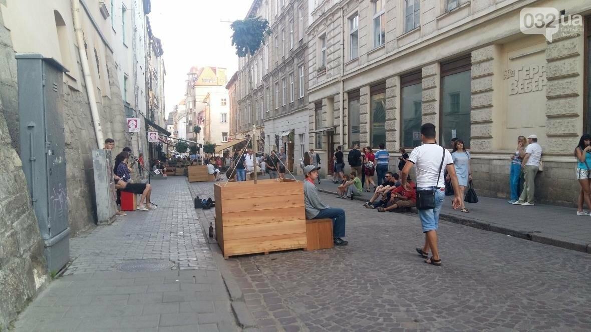 У центрі Львова висадили ще три клени в горщиках: як це виглядає (ФОТО), фото-1