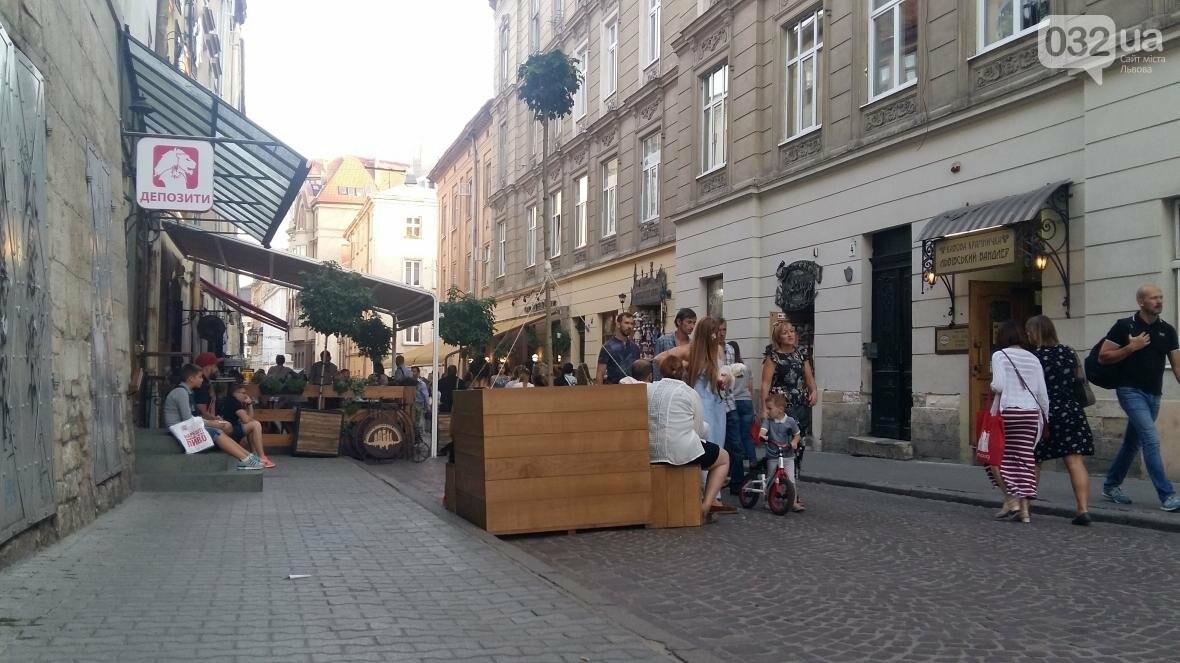 У центрі Львова висадили ще три клени в горщиках: як це виглядає (ФОТО), фото-3