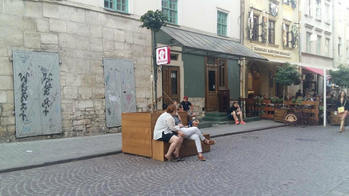 У центрі Львова висадили ще три клени в горщиках: як це виглядає (ФОТО), фото-2