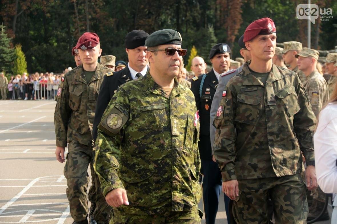 У Львові сотні курсантів Національної академії сухопутних військ присягли на вірність українському народові: фоторепортаж, фото-6