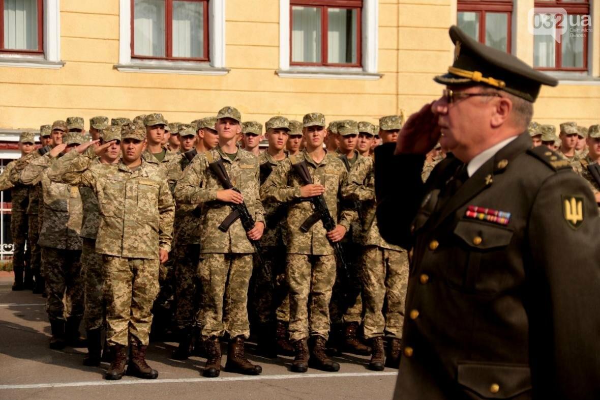 У Львові сотні курсантів Національної академії сухопутних військ присягли на вірність українському народові: фоторепортаж, фото-8