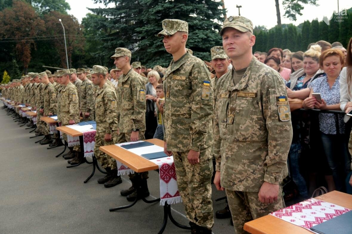 У Львові сотні курсантів Національної академії сухопутних військ присягли на вірність українському народові: фоторепортаж, фото-9