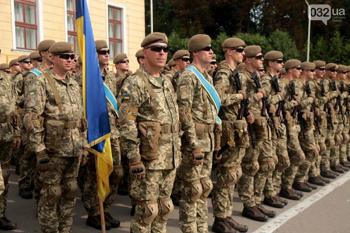 У Львові сотні курсантів Національної академії сухопутних військ присягли на вірність українському народові: фоторепортаж, фото-11