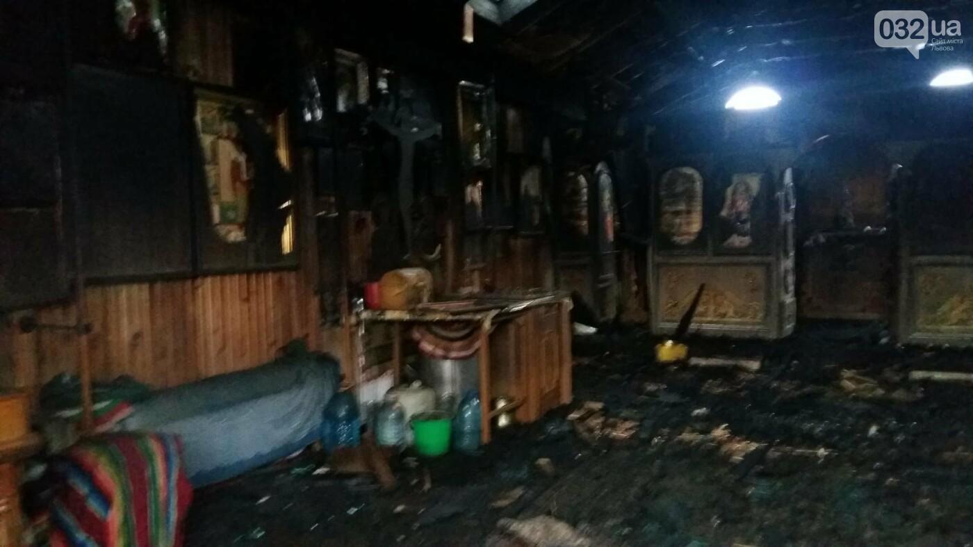 На Сихові вночі горіла церква Московського патріархату. Фото, фото-2