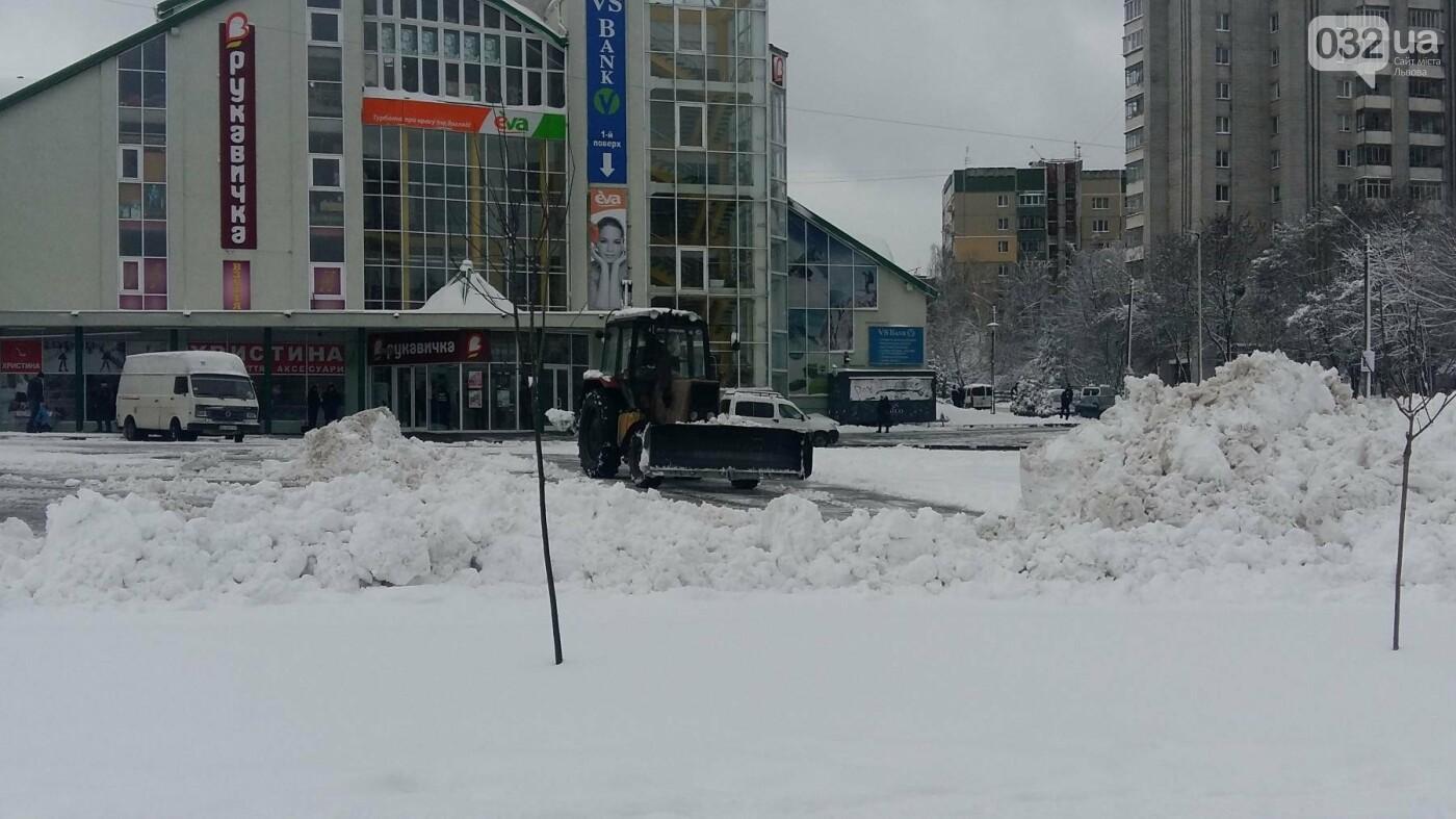 До Львова повернулася зима: як розчищають вулиці міста. Фото, фото-1