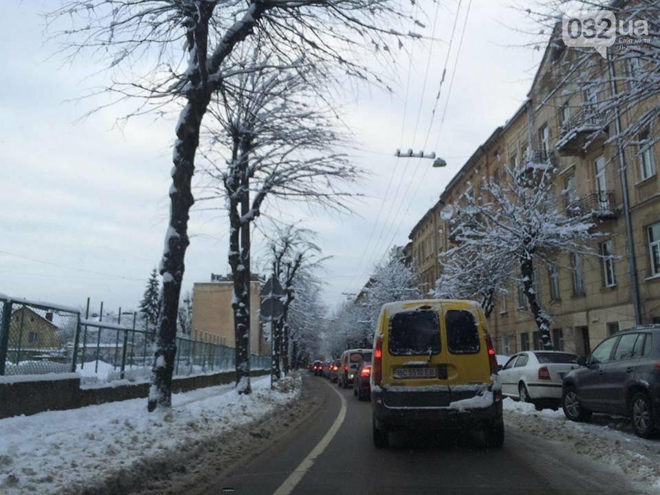 Як у Львові розчищають вулиці після снігопаду: ситуація на дорогах міста. Фото, фото-3