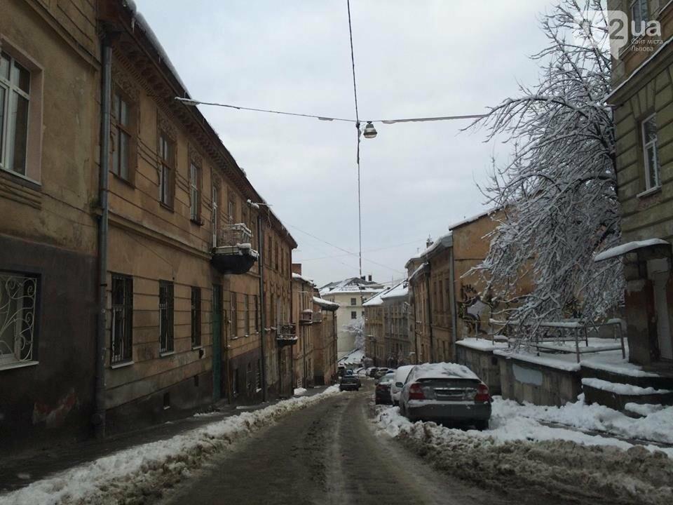 Як у Львові розчищають вулиці після снігопаду: ситуація на дорогах міста. Фото, фото-4