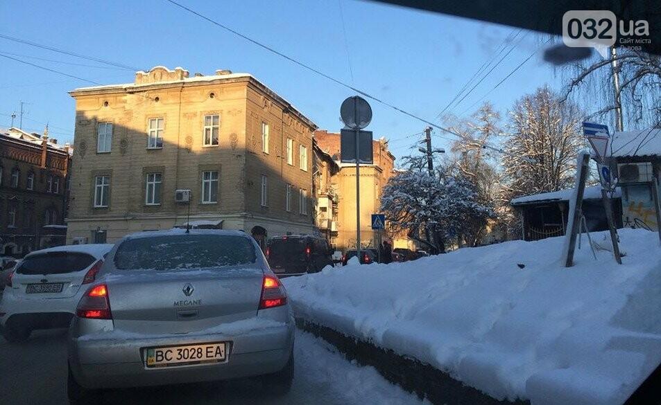 Як у Львові розчищають вулиці від снігу: ситуація на дорогах міста. Фото, фото-3