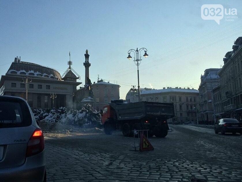 Як у Львові розчищають вулиці від снігу: ситуація на дорогах міста. Фото, фото-1