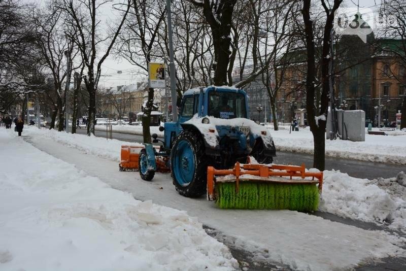 Як у Львові розчищають вулиці від снігу: ситуація на дорогах міста. Фото, фото-4