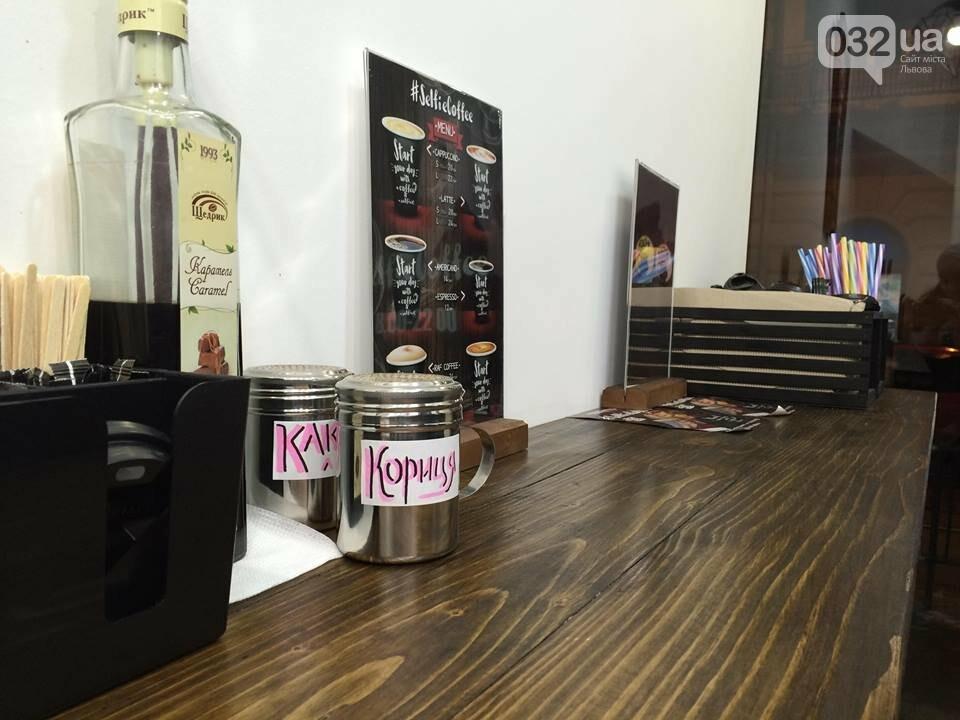 У Львові працює неординарна арт-кав'ярня, де друкують селфі на каві. Фото, фото-3
