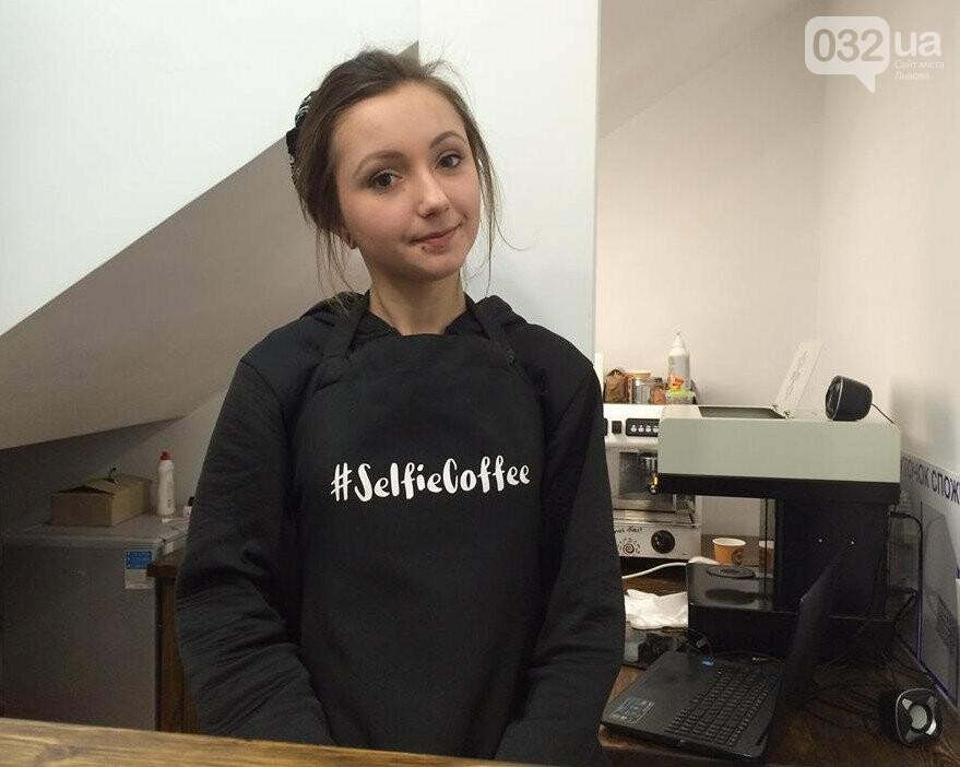 У Львові працює неординарна арт-кав'ярня, де друкують селфі на каві. Фото, фото-2