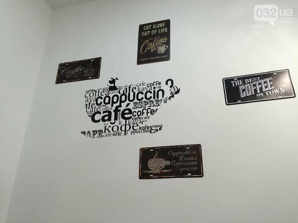 У Львові працює неординарна арт-кав'ярня, де друкують селфі на каві. Фото, фото-4