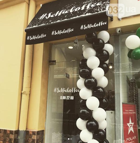 У Львові працює неординарна арт-кав'ярня, де друкують селфі на каві. Фото, фото-8