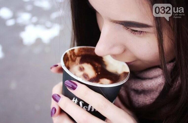 У Львові працює неординарна арт-кав'ярня, де друкують селфі на каві. Фото, фото-1