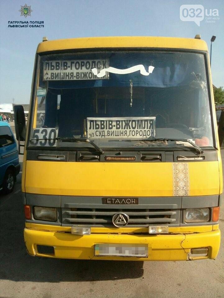 У Львові зупинили автобус, водій якого мав підроблене посвідчення , фото-1