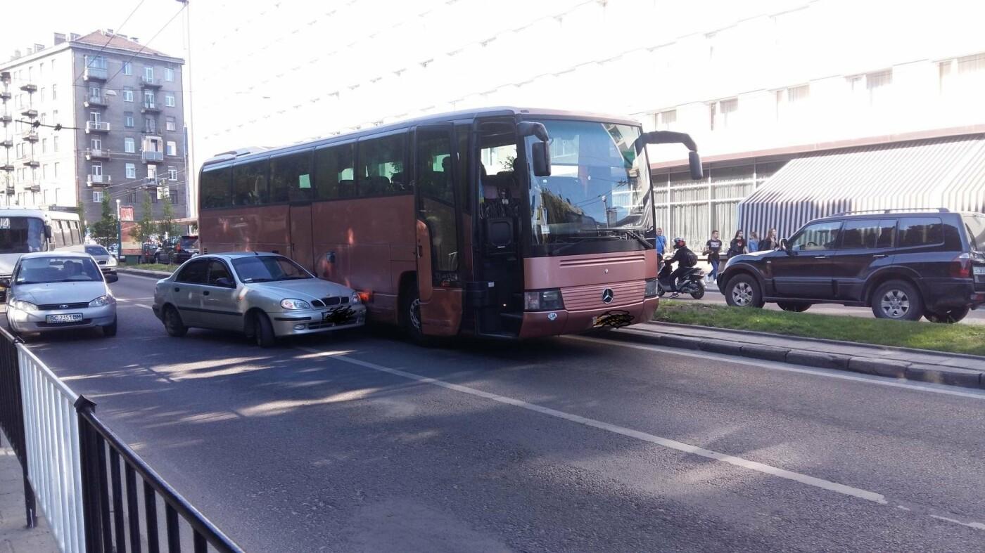 Ситуація на дорогах Львова: ДТП на проспекті Чорновола, - ФОТО, фото-1