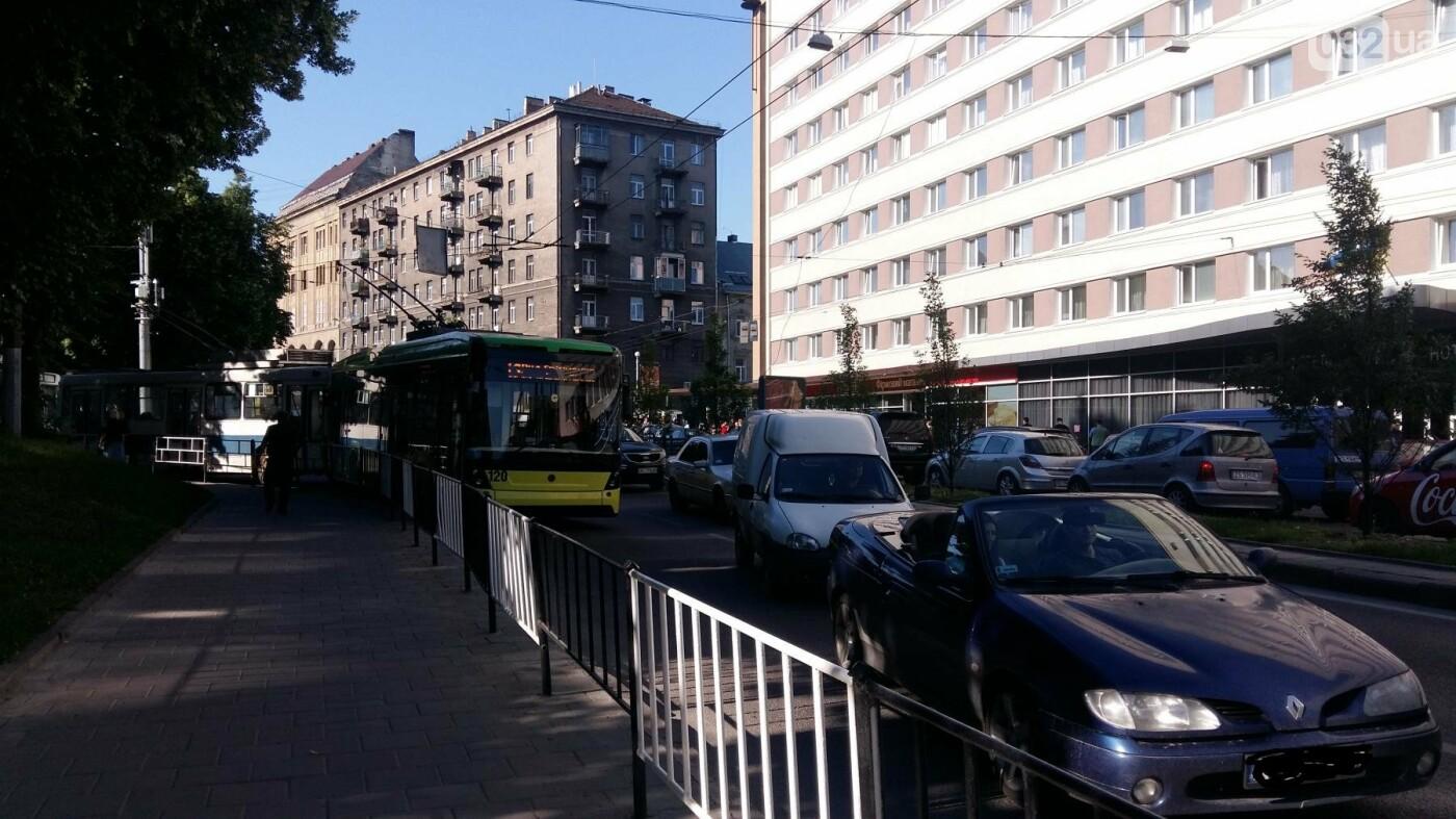 Ситуація на дорогах Львова: ДТП на проспекті Чорновола, - ФОТО, фото-3