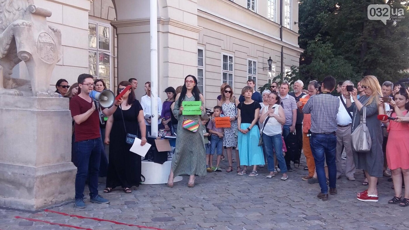 У Львові відбулася мистецька акція на підтримку Олега Сенцова та політв'язнів Кремля, - ФОТО, ВІДЕО, фото-2