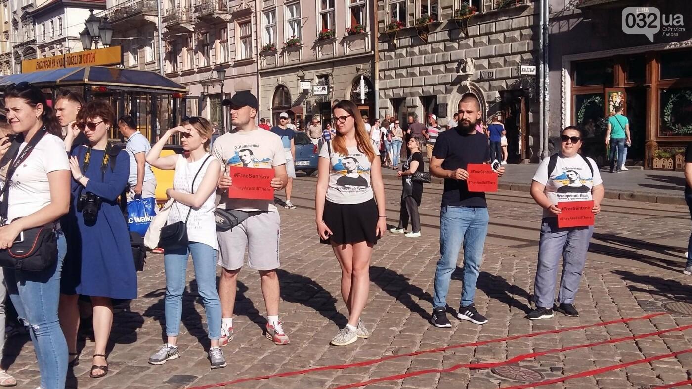 У Львові відбулася мистецька акція на підтримку Олега Сенцова та політв'язнів Кремля, - ФОТО, ВІДЕО, фото-3