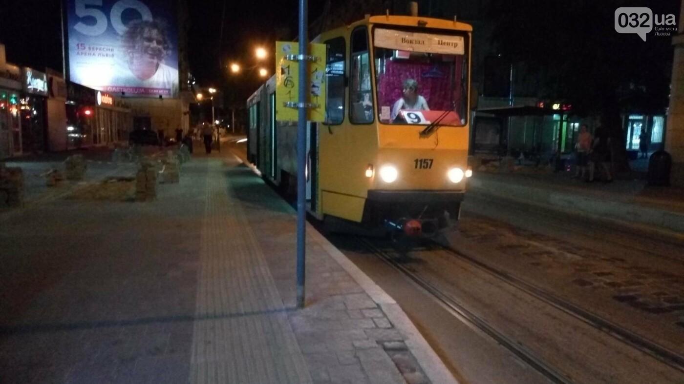 Підвищена трамвайна платфрма на вул.Дорошенка