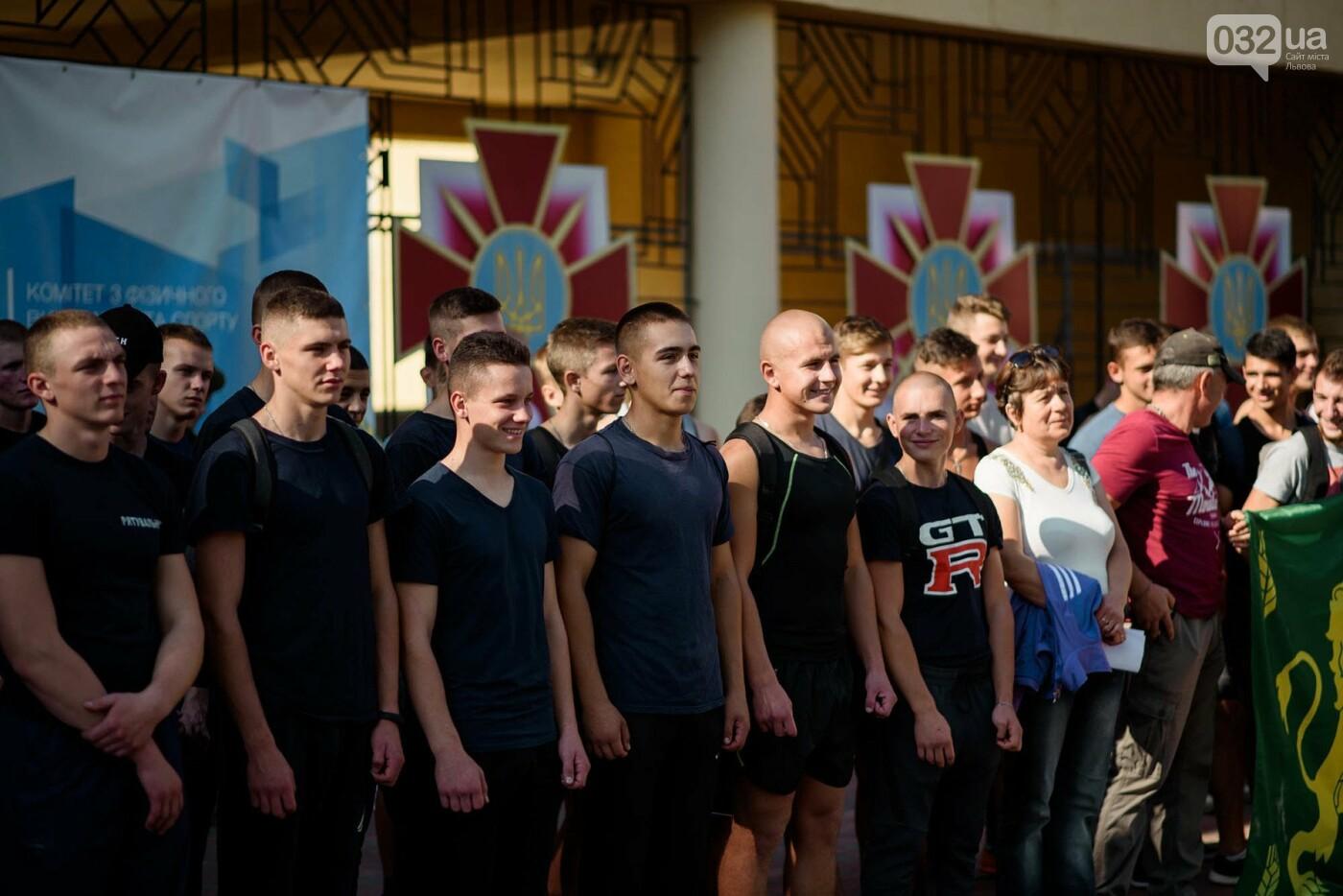 240 студентів Львівщини одночасно підтягнулися на турніках, фото-2