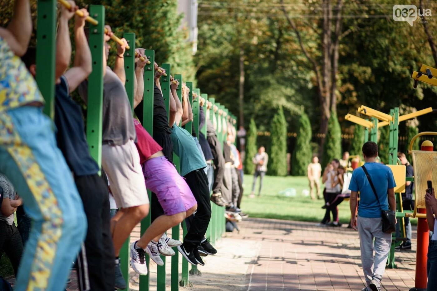 240 студентів Львівщини одночасно підтягнулися на турніках, фото-1