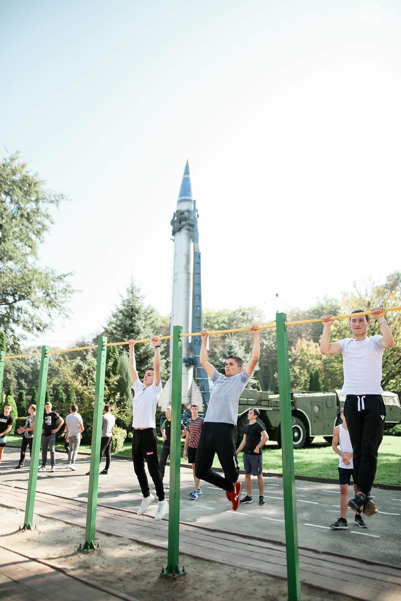 240 студентів Львівщини одночасно підтягнулися на турніках, фото-5