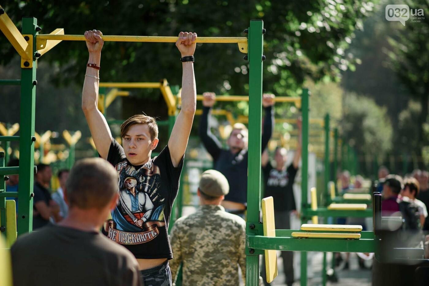 240 студентів Львівщини одночасно підтягнулися на турніках, фото-6