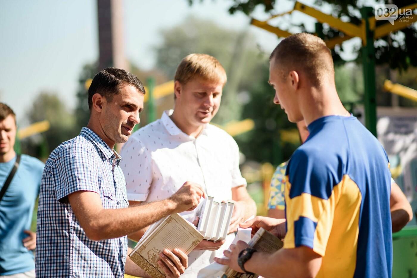 240 студентів Львівщини одночасно підтягнулися на турніках, фото-8