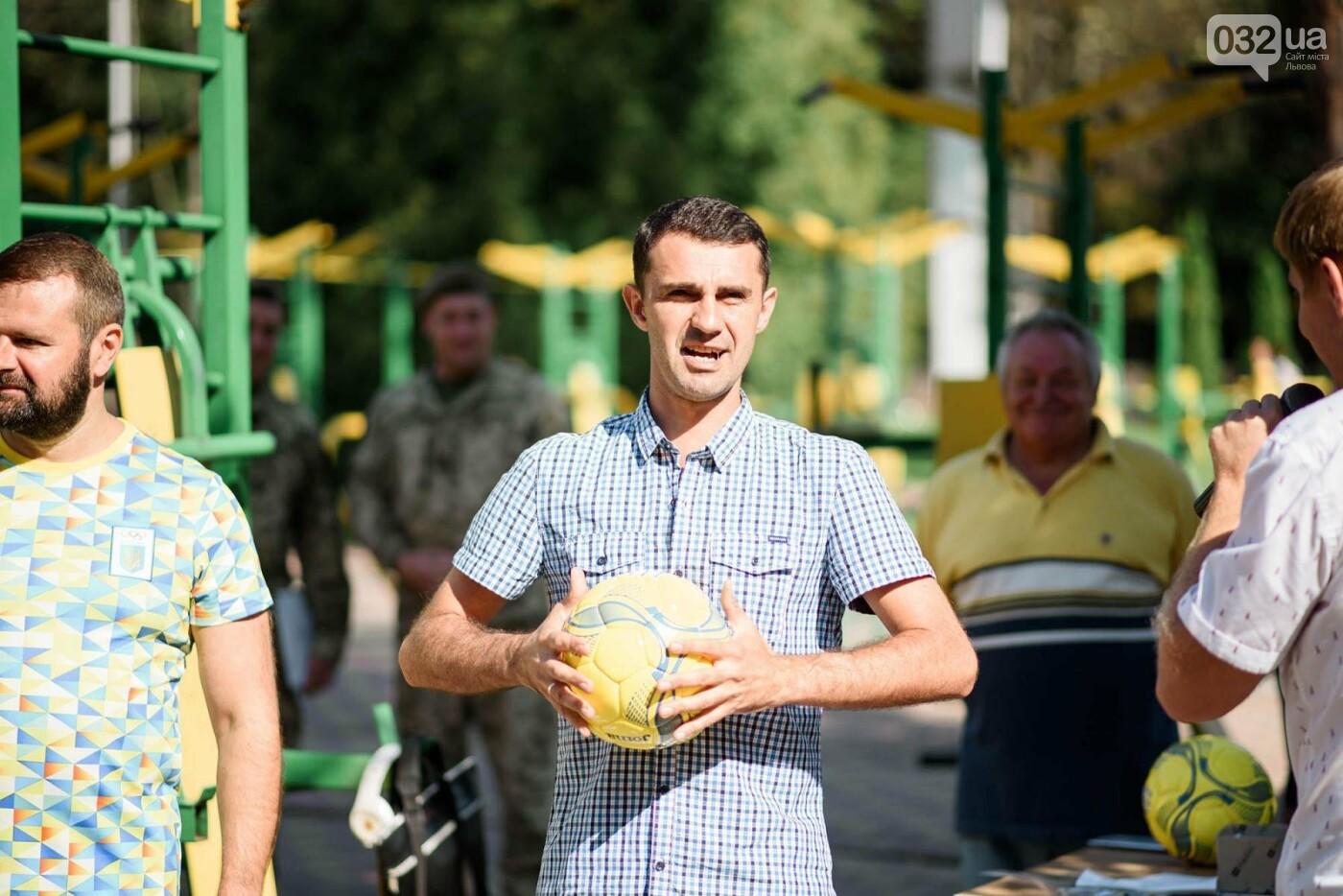 240 студентів Львівщини одночасно підтягнулися на турніках, фото-7