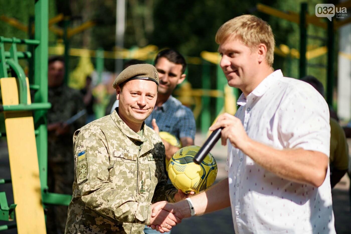 240 студентів Львівщини одночасно підтягнулися на турніках, фото-9