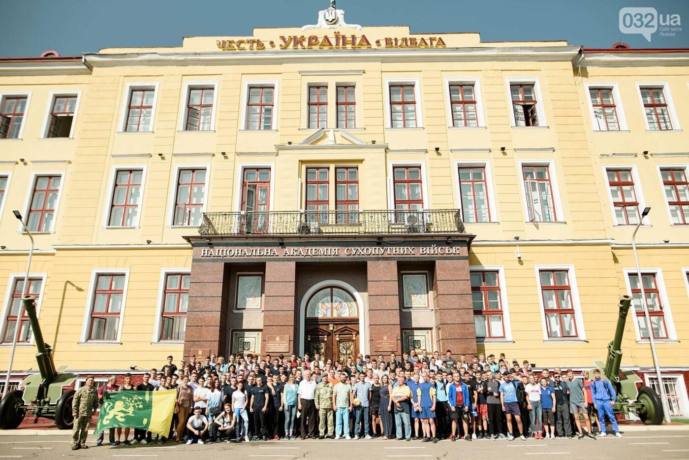 240 студентів Львівщини одночасно підтягнулися на турніках, фото-12