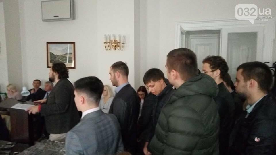 На засідання виконавчого комітету ЛМР увірвалися активісти через незаконне будівництво на вулиці Зеленій, - ФОТО, фото-1