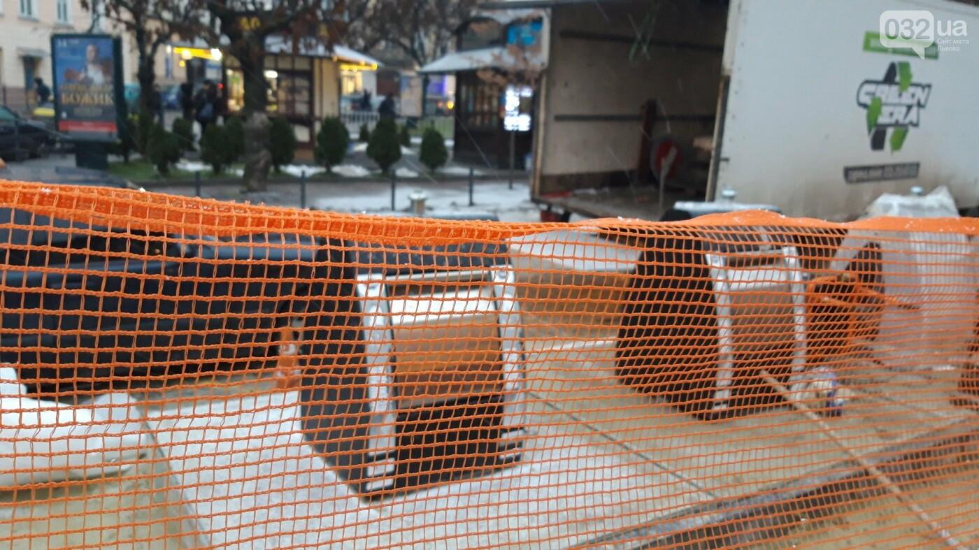 На площі Соборній у Львові встановлюють перші підземні контейнери, - ФОТО, фото-2