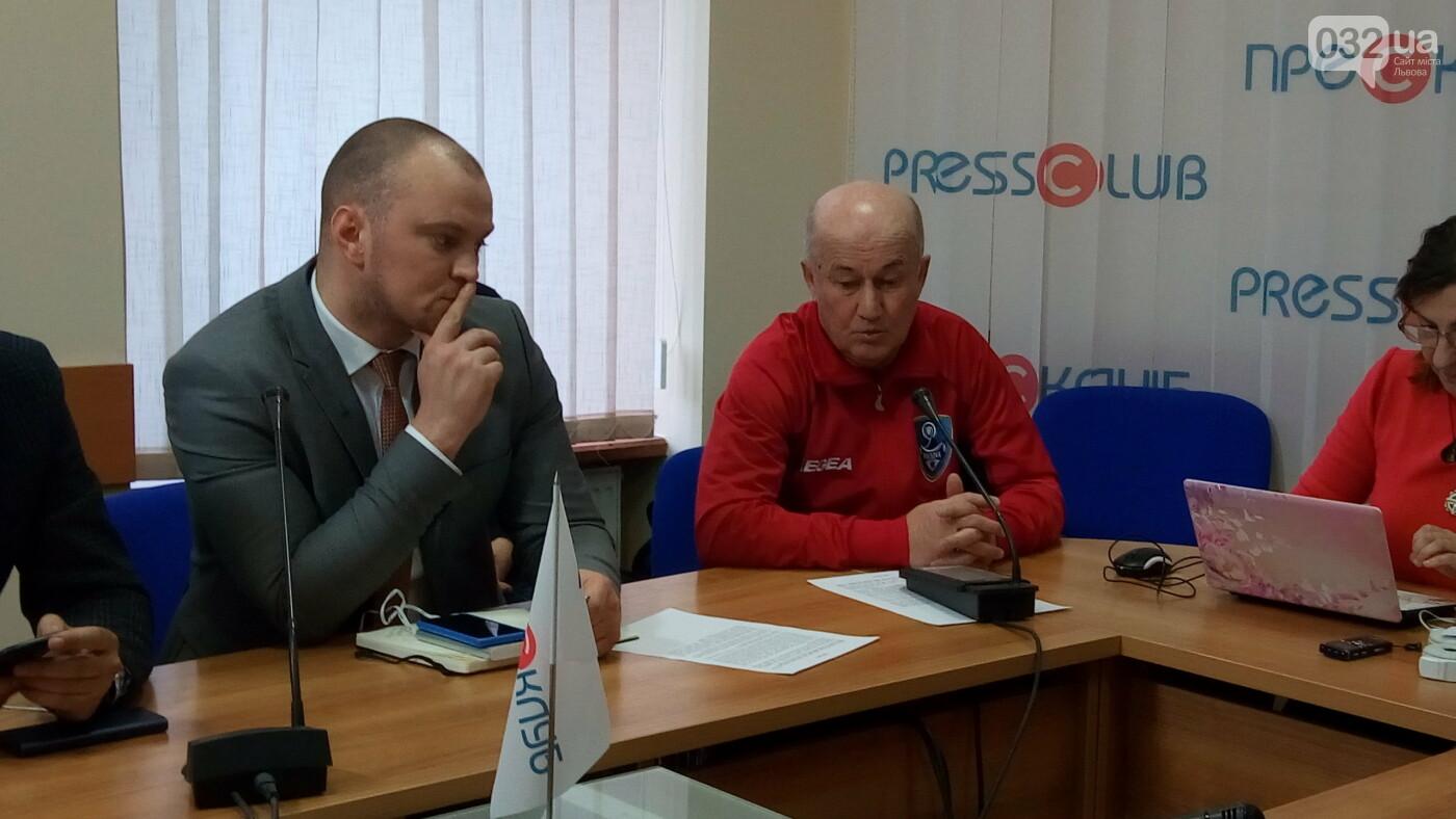 Справа - Віктор Крижановський, зліва - Антон Нікулін