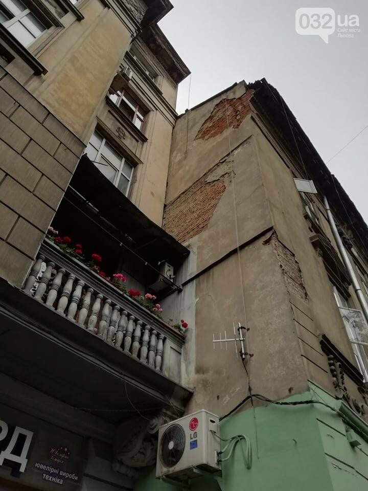 У будинку на вулиці Князя Романа у Львові виявили тріщину на парапетній стінці, - ФОТО, фото-1, Фото: 032.ua