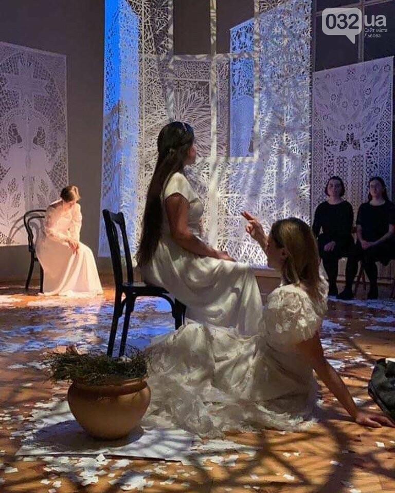 """Витинанки у виставі """"Зелене Євангеліє"""", фото надані Дарією Альошкіною"""