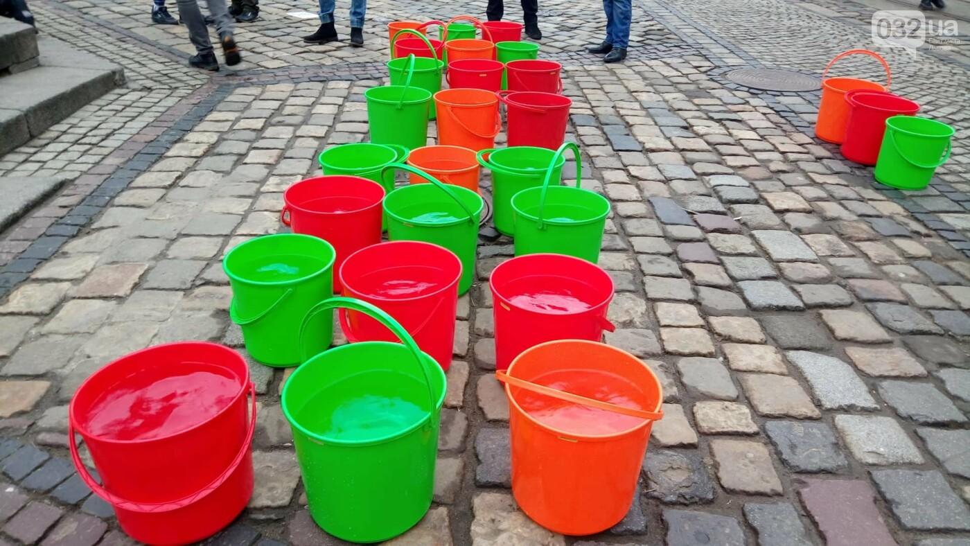 Обливання на площі Ринок у Львові, фото 032.ua