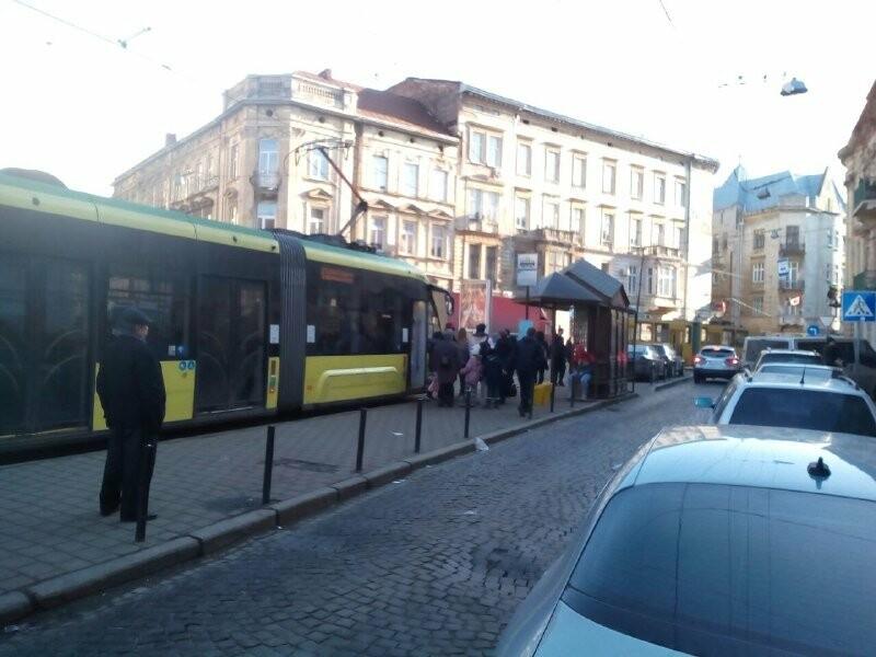Затор із трамваїв, 032.ua