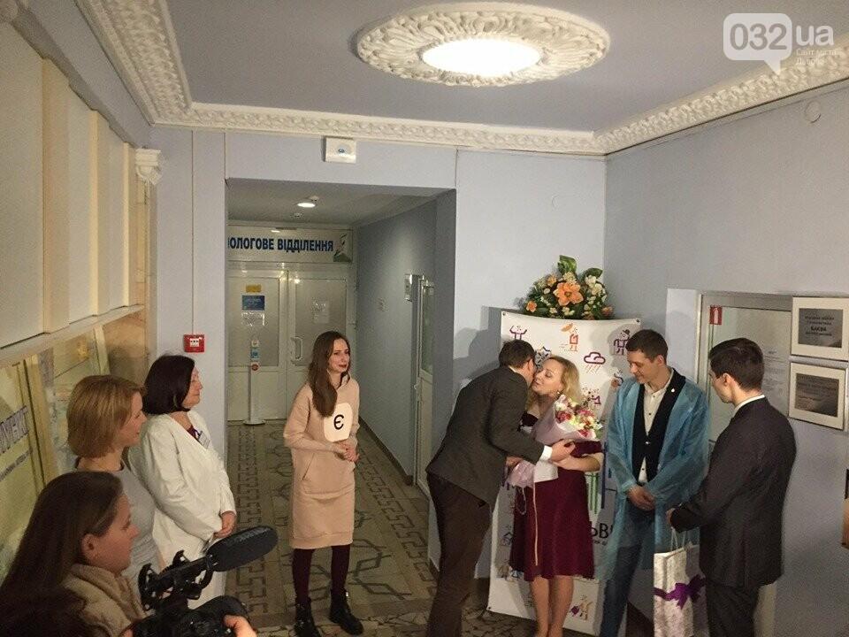 Людмила та Олег Матвійчуки - перші використали додаток у Львові. Фото - 032.ua